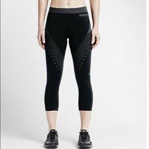 Nike PRO HC Limitless Capri Leggings